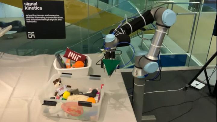 Imagem RFusion do MIT, braço robótico que encontra objetos perdidos