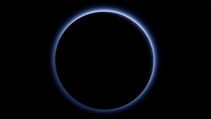 Imagem da atmosfera de Plutão