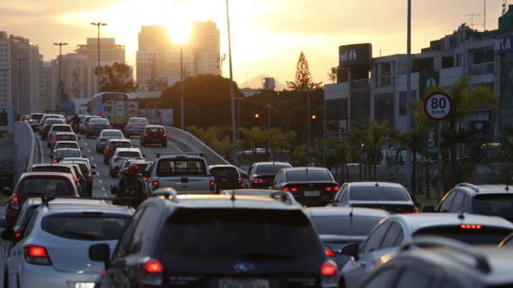 Imagem trânsito - apps de navegação